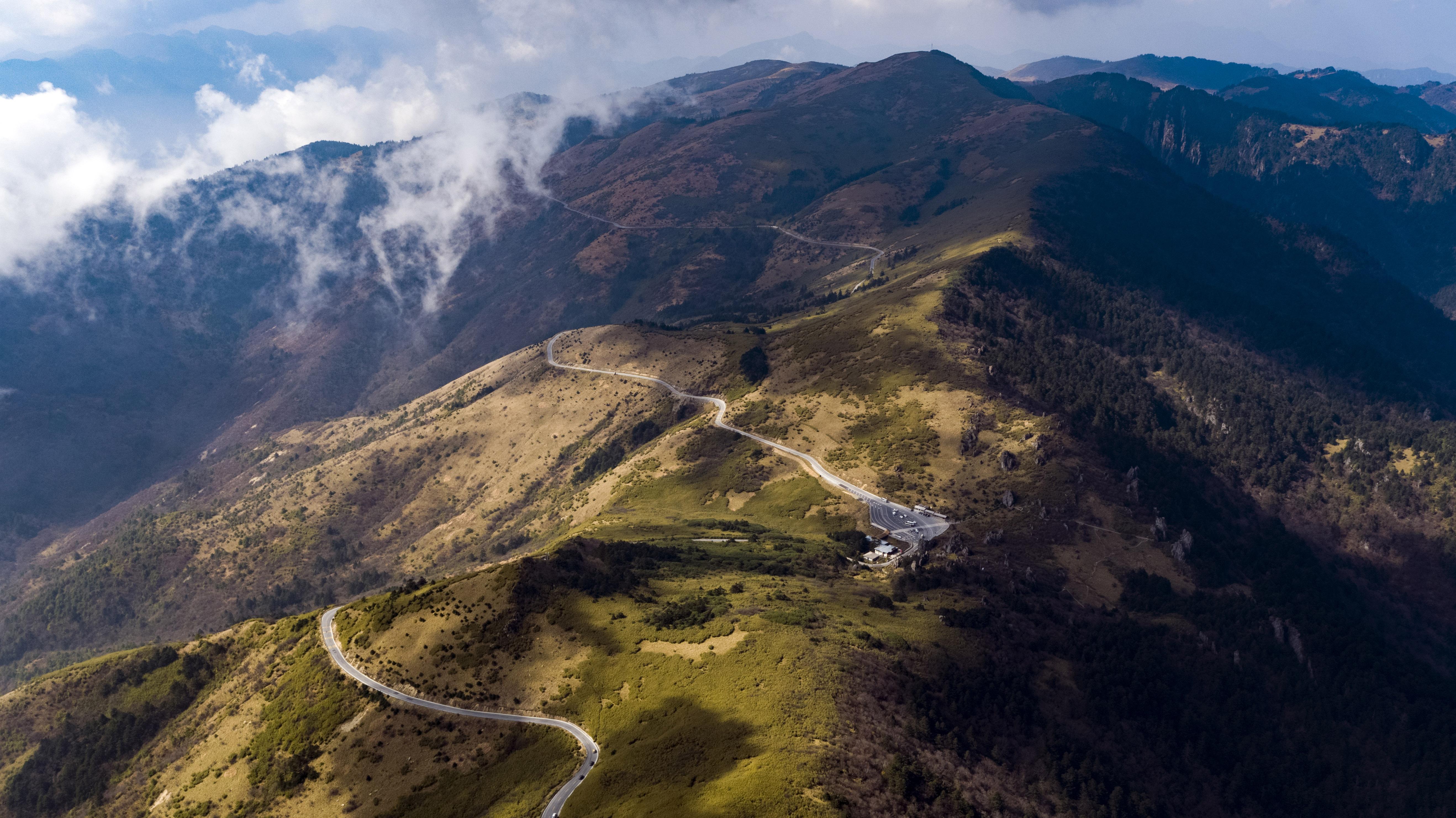 神农顶风景区是国家级自然保护区,总面积约883.